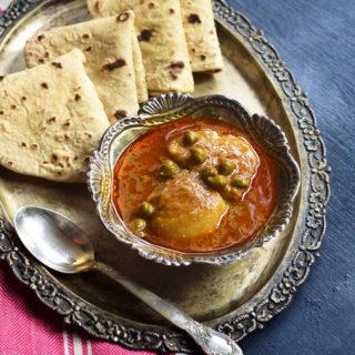 Aloo choliya recipe | Fresh green chickpeas curry recipe